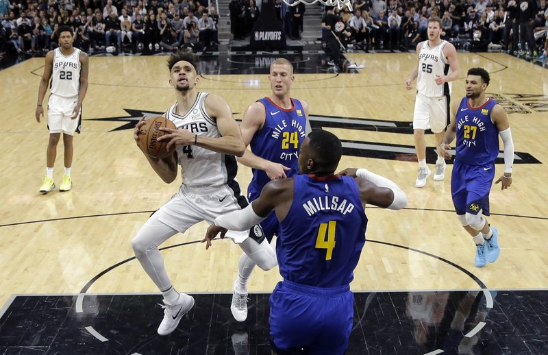 White scores his career-high of 36 points as Spurs win over
