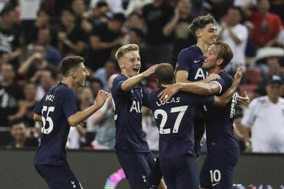 All Players of Tottenham looks happy